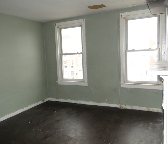 08 - First Bedroom 5.JPG