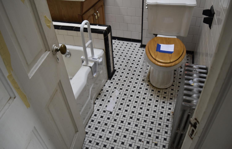 220 Bathroom.jpg