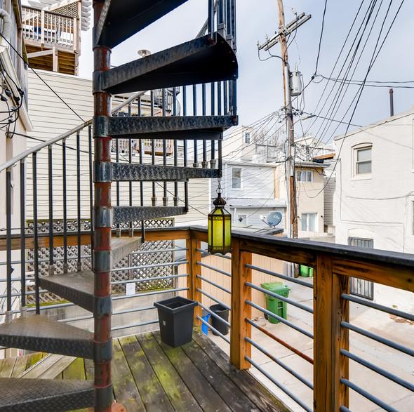 25 Balcony.jpg