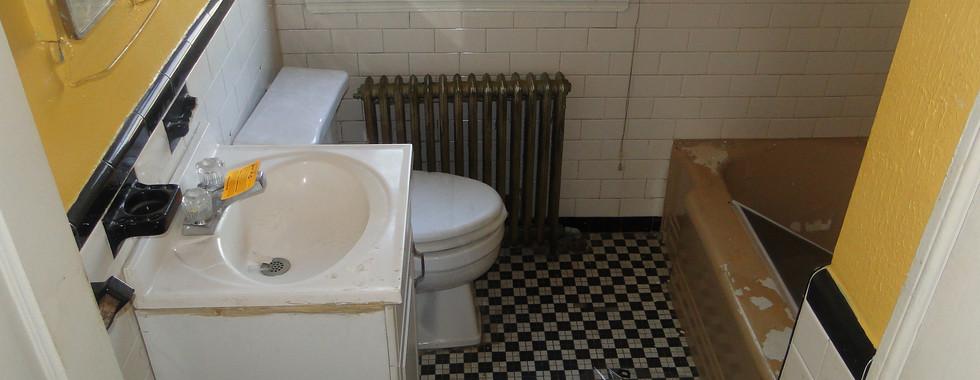 12 - Second Level Bath.JPG