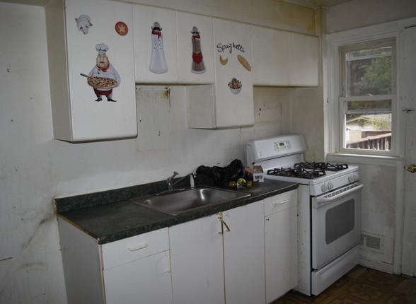 008 Kitchen.JPG