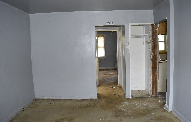140 Living Room (Apt 2).jpg