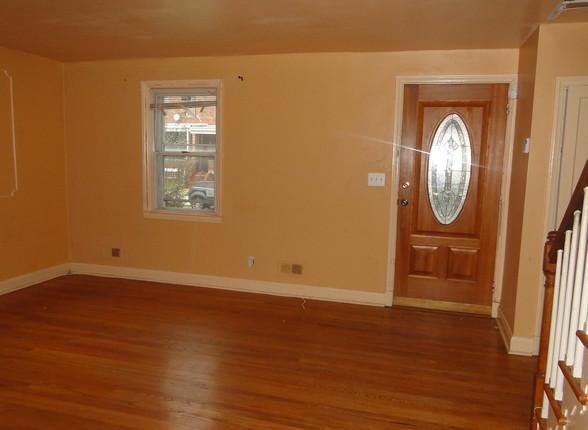 04 - Living Room 2.JPG