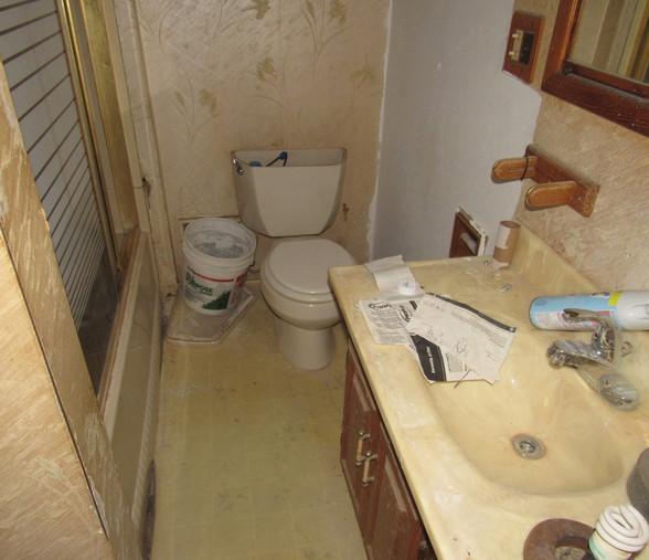 140 BathroomJPG.jpg
