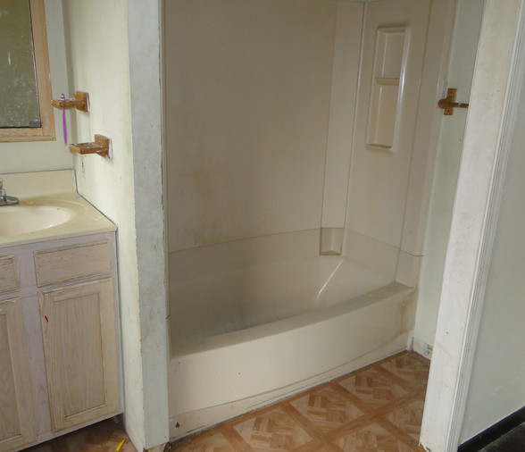 15 - Bathroom 2.JPG