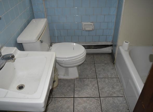 009 BathroomJPG.jpg
