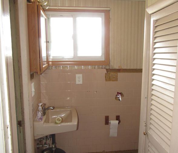 15 - Half Bath Main Level B.JPG