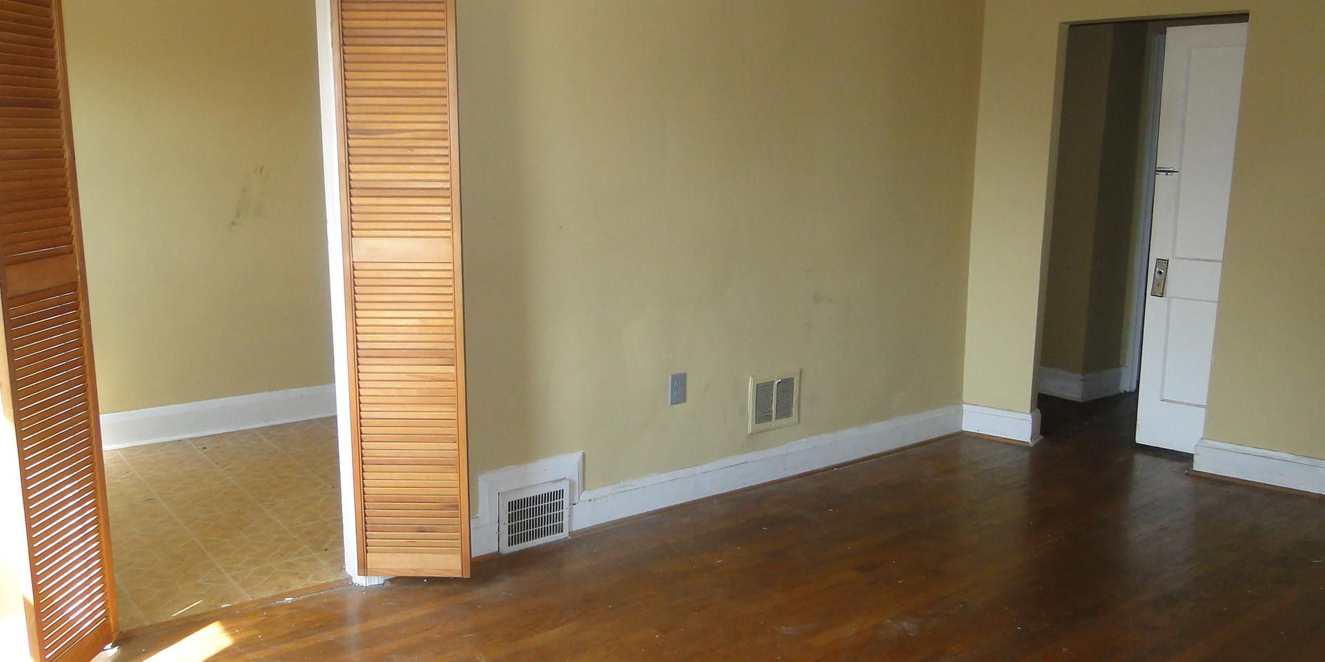 11 - Second Unit Living Room 1.JPG
