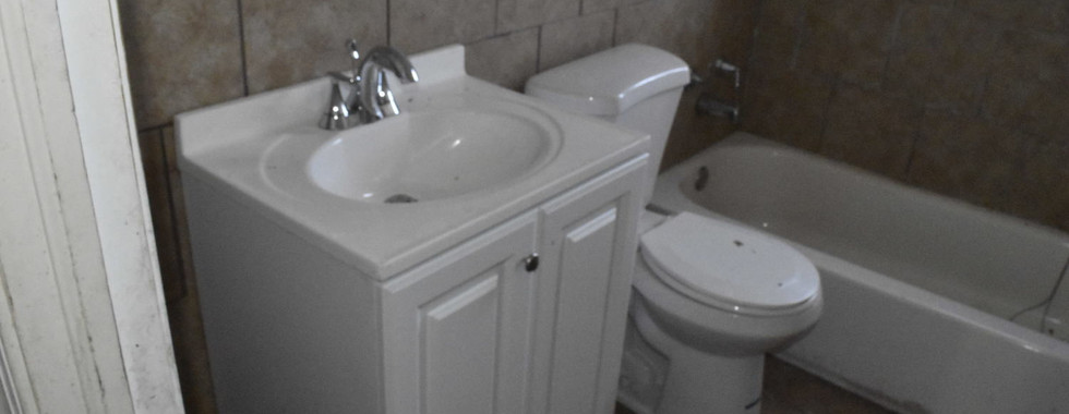 200 BathroomJPG.jpg