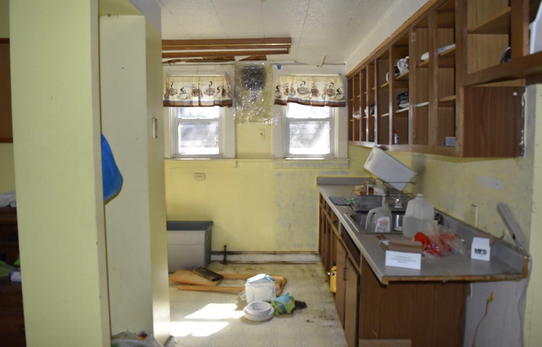 09 KitchenJPG.jpg