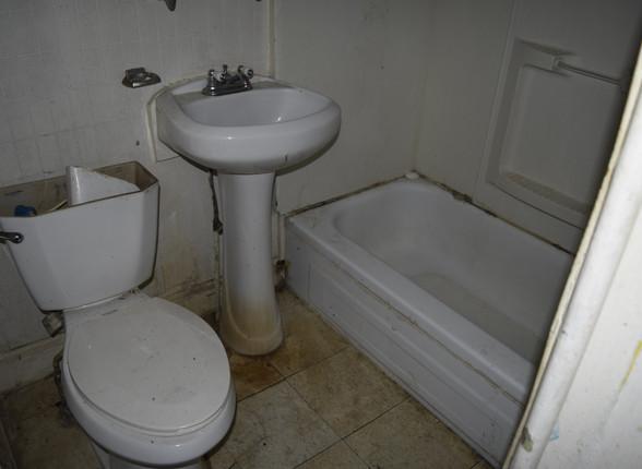 9 Main Bathroom.JPG