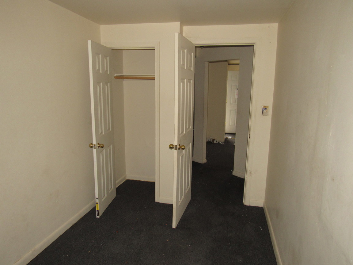 09 apt 1 Bedroom 2JPG.jpg