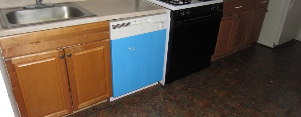 320 Apt 2 kitchenJPG.jpg
