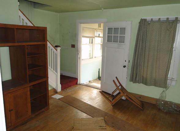 03.1 - Living Room.JPG