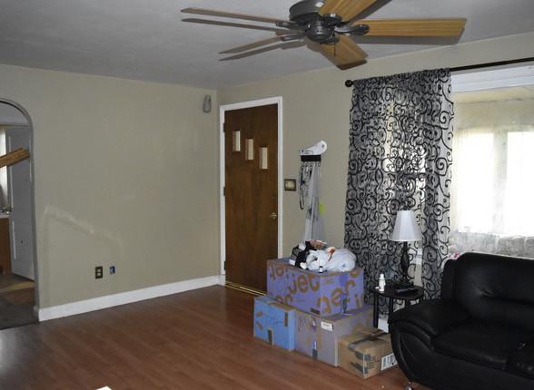 06 Living Room 7.JPG