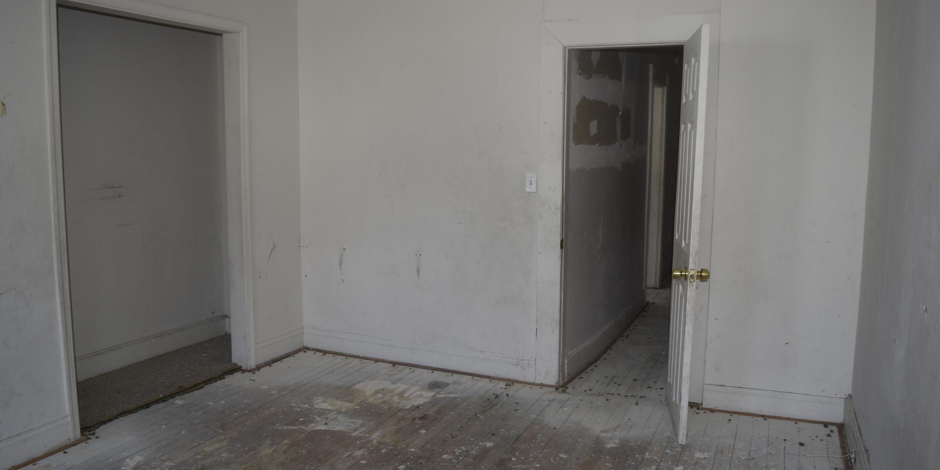 00007 Master Bedroom.JPG