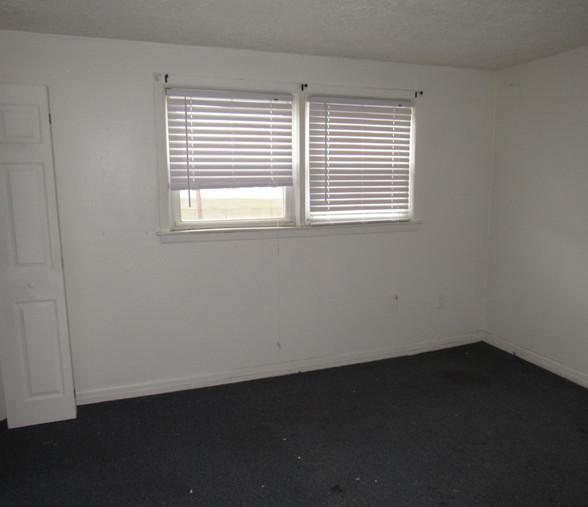 260 Apt 2 Living RoomJPG.jpg