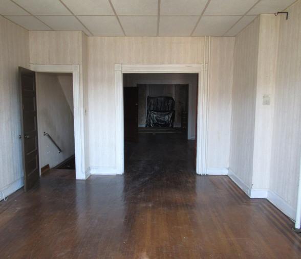 160 Living Room.JPG
