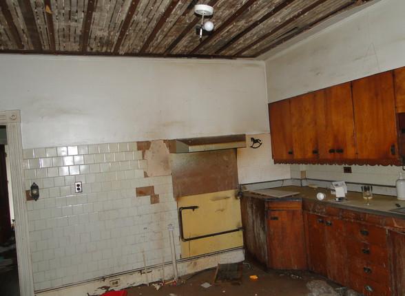06 - Kitchen 3.JPG