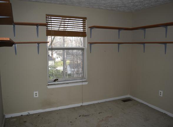 038 Guest Bedroom 1.JPG