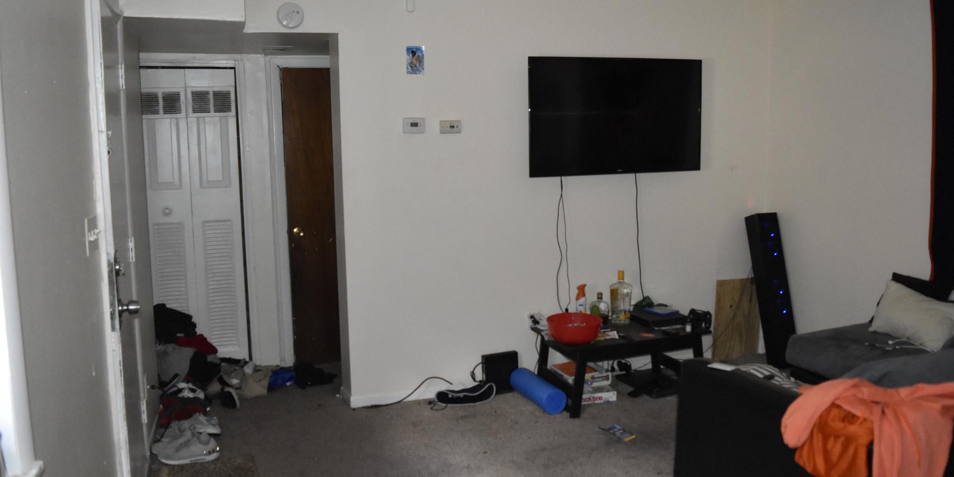 Unit 4 Living Room 1.JPG