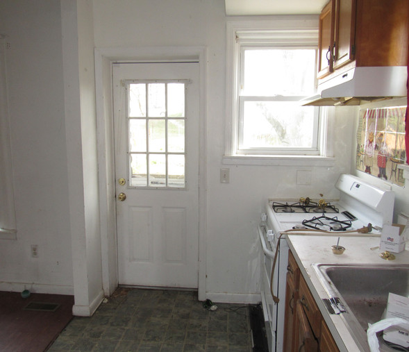 140 Kitchen.JPG
