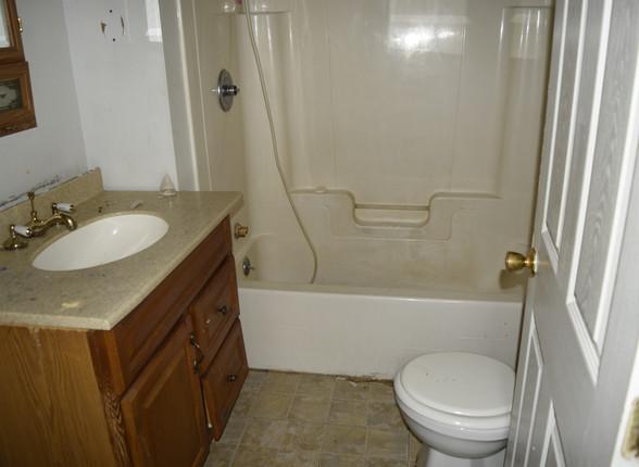 007 Bathroom.JPG
