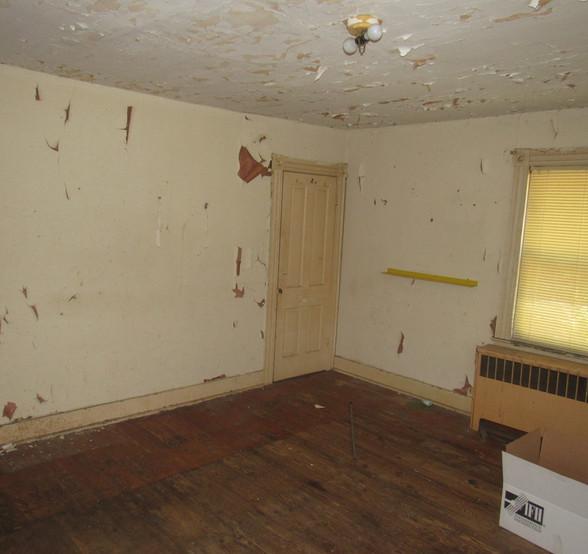09 - 1525 Bedroom 1.jpg