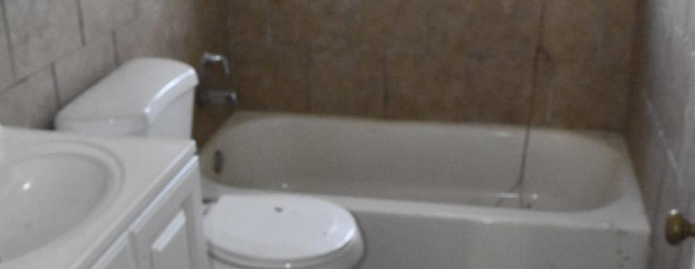 210 Bathroom 1JPG.jpg
