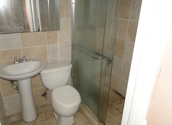 07 - First Apt Main Level Bath 2.JPG