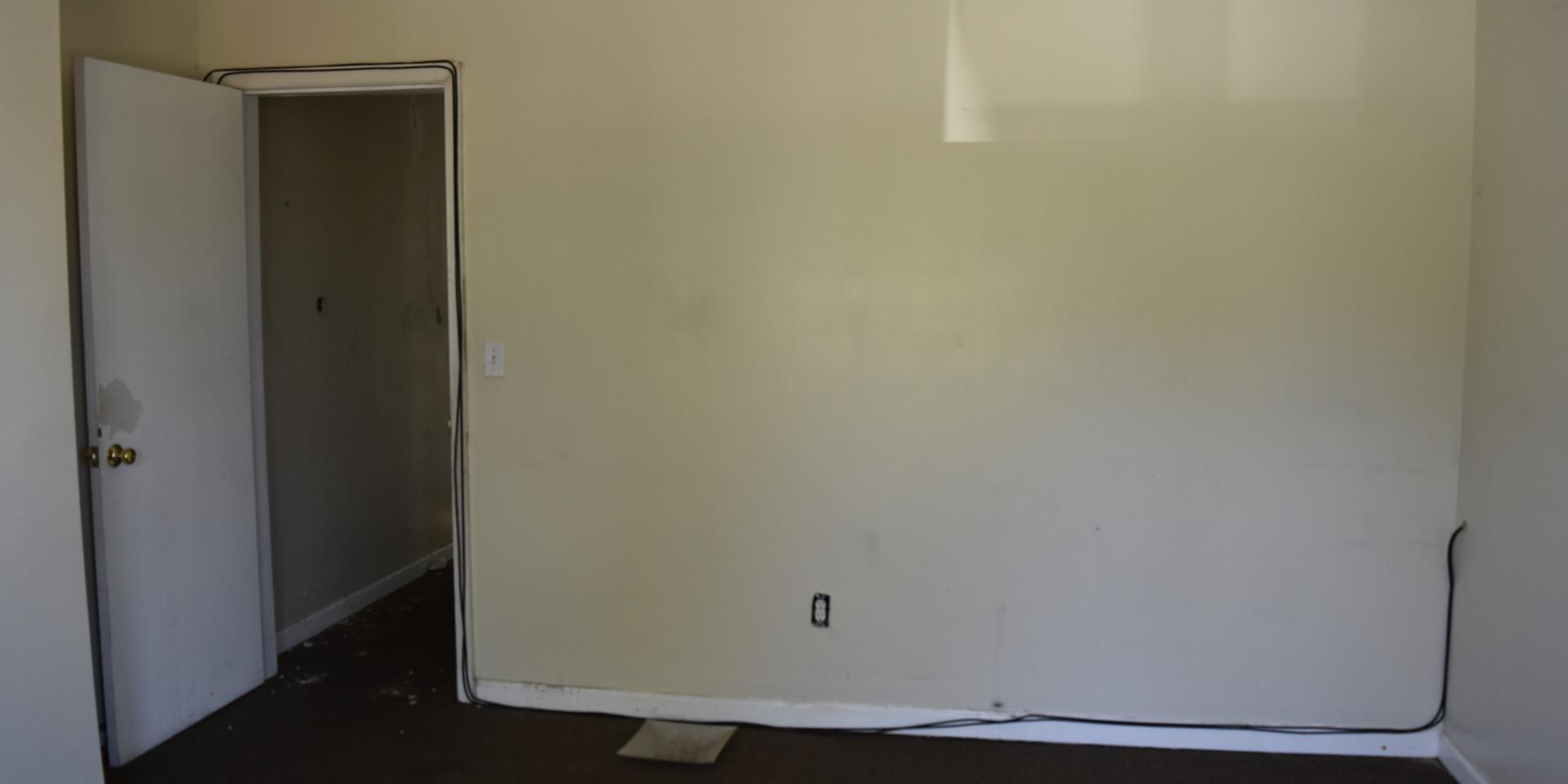 140 Bedroom 1.JPG