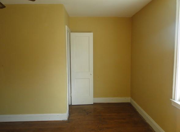 15 - Second Level Living Room.JPG