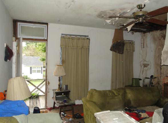 03 - Living Room 6.JPG