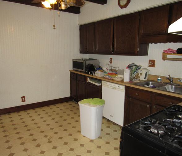 09 Kitchen .JPG