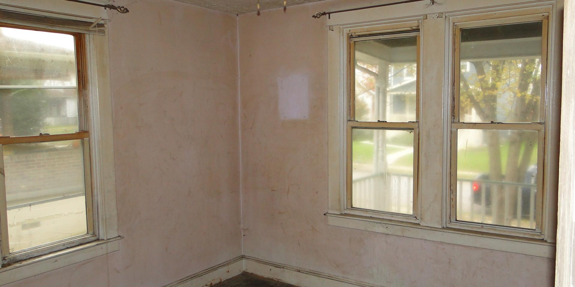 06 - Front 1st Floor Bedroom.JPG