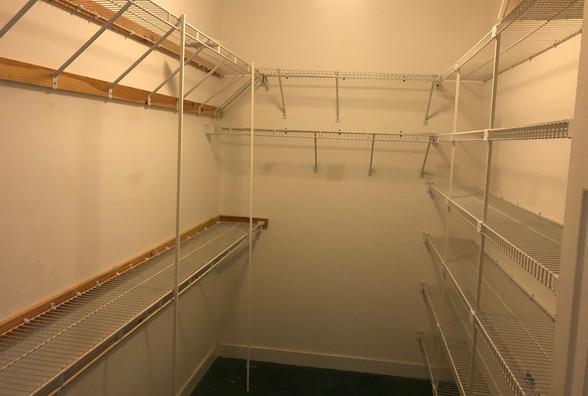 12 - Master Walkin Closet.JPG