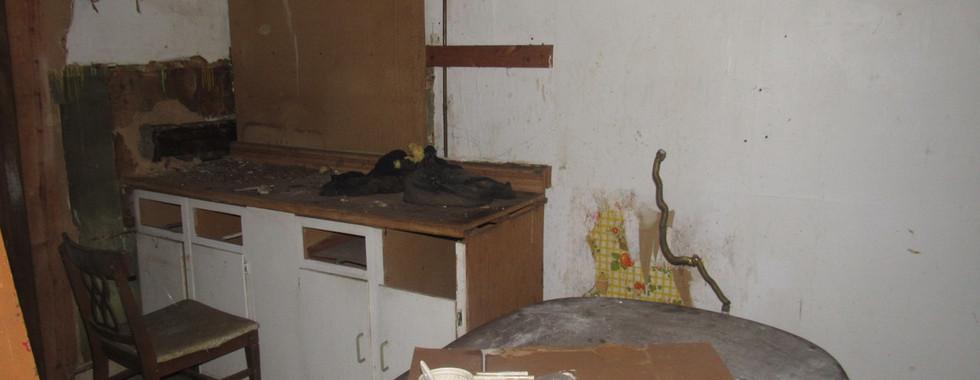 200 - 1527 Kitchen.jpg