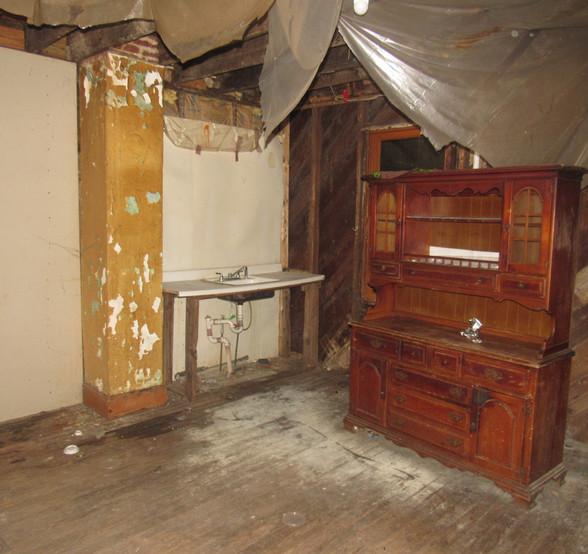 06 - 1525 Kitchen.jpg