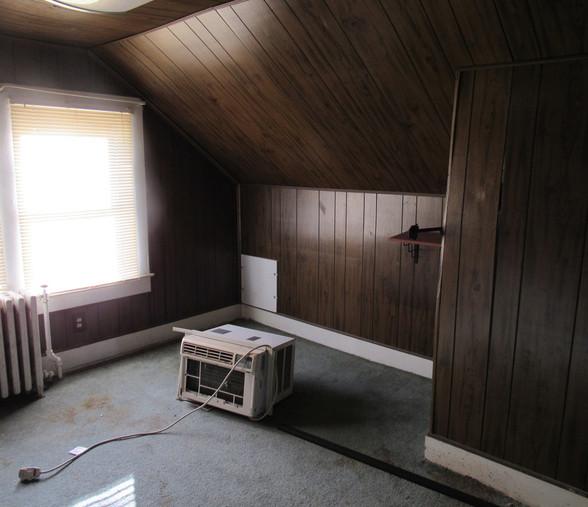 300 Upstairs BedroomJPG.jpg