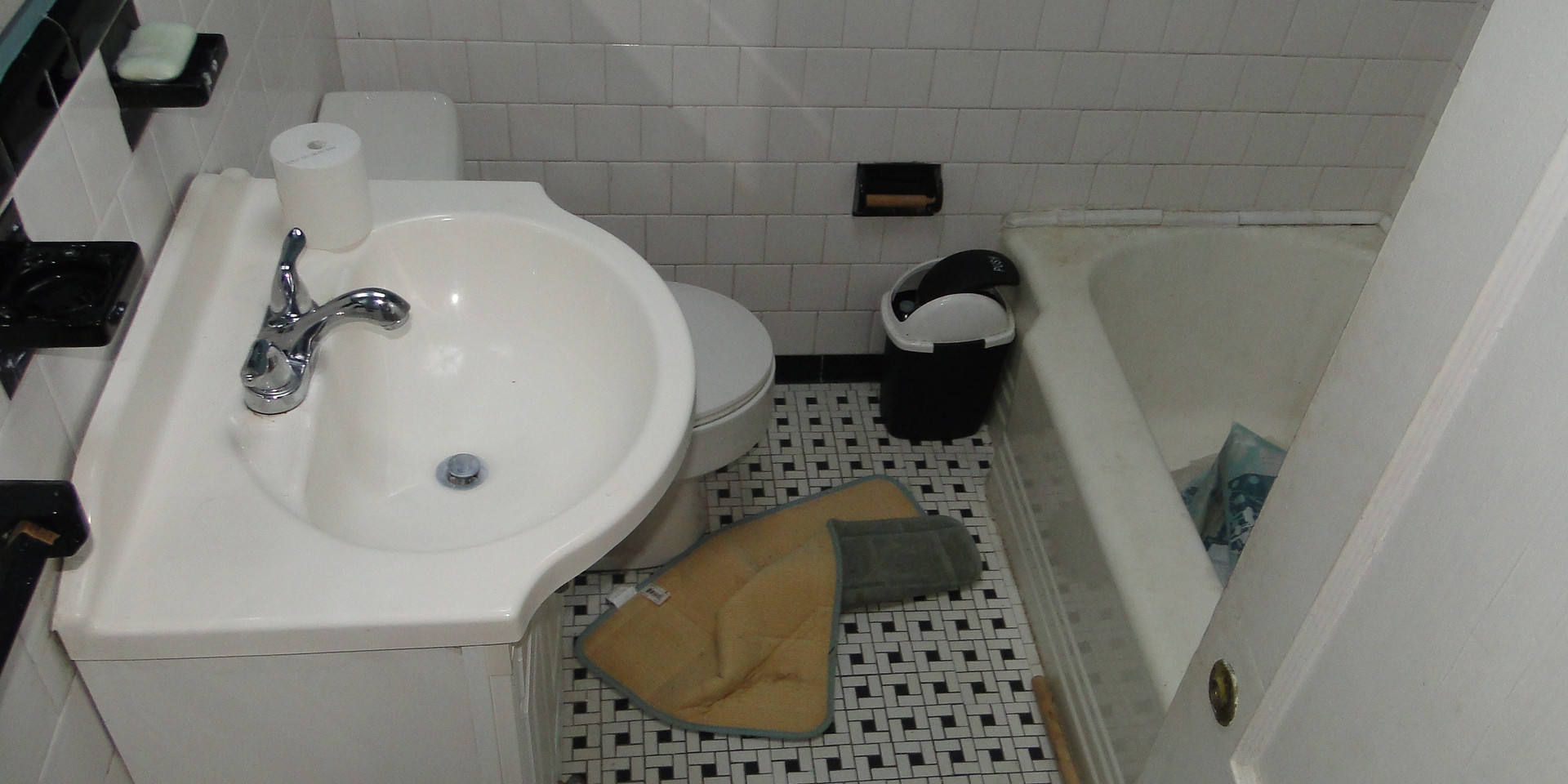 14 - Full Bath 1.JPG