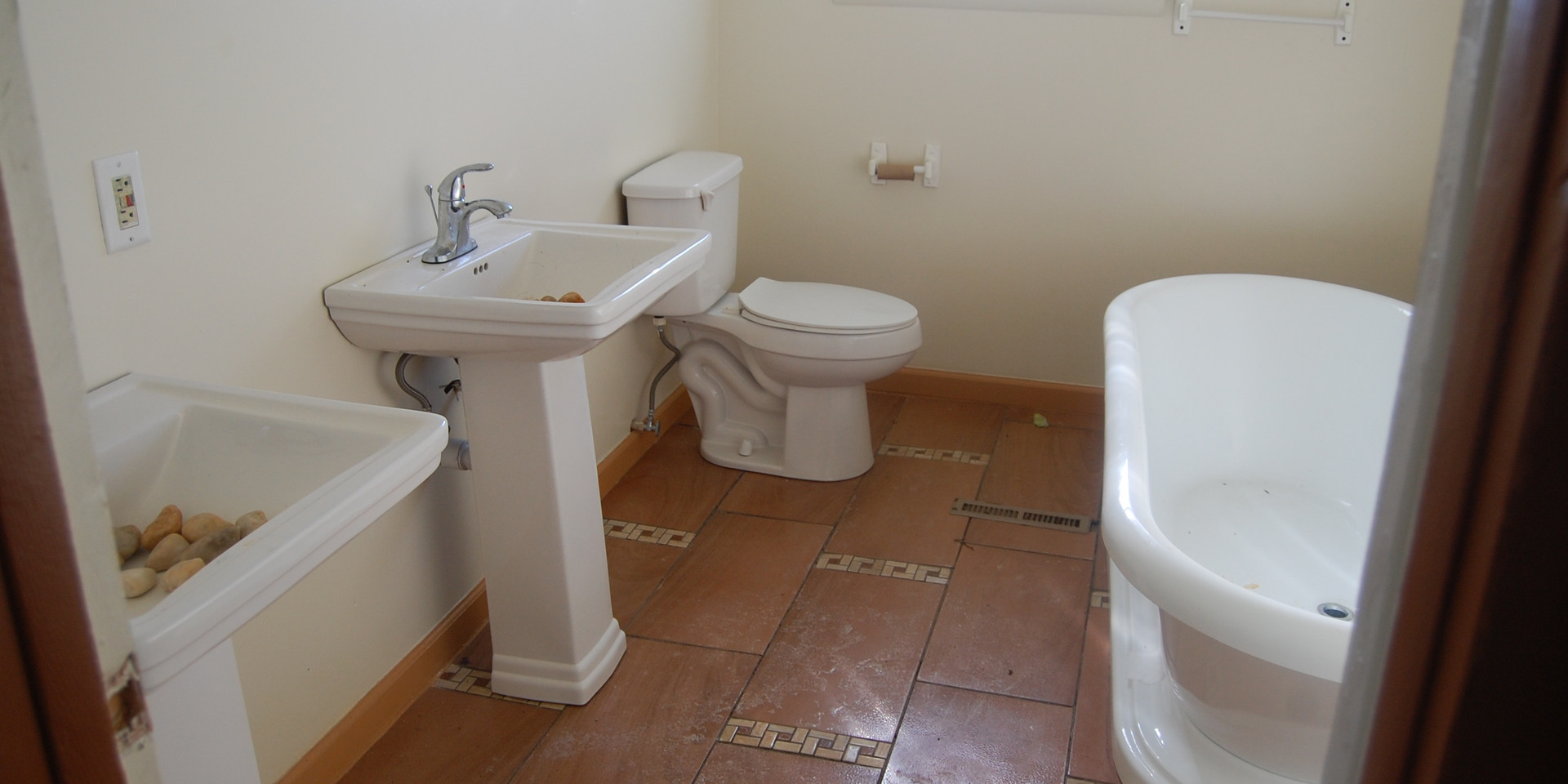 14.1 Second Level Hallway Bathroom.jpg