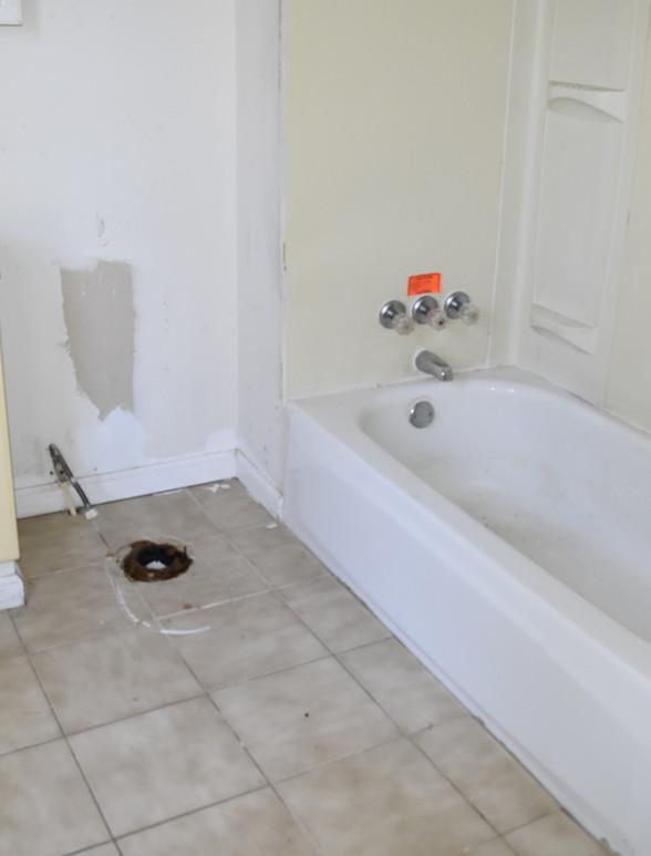 190 Bathroom.JPG