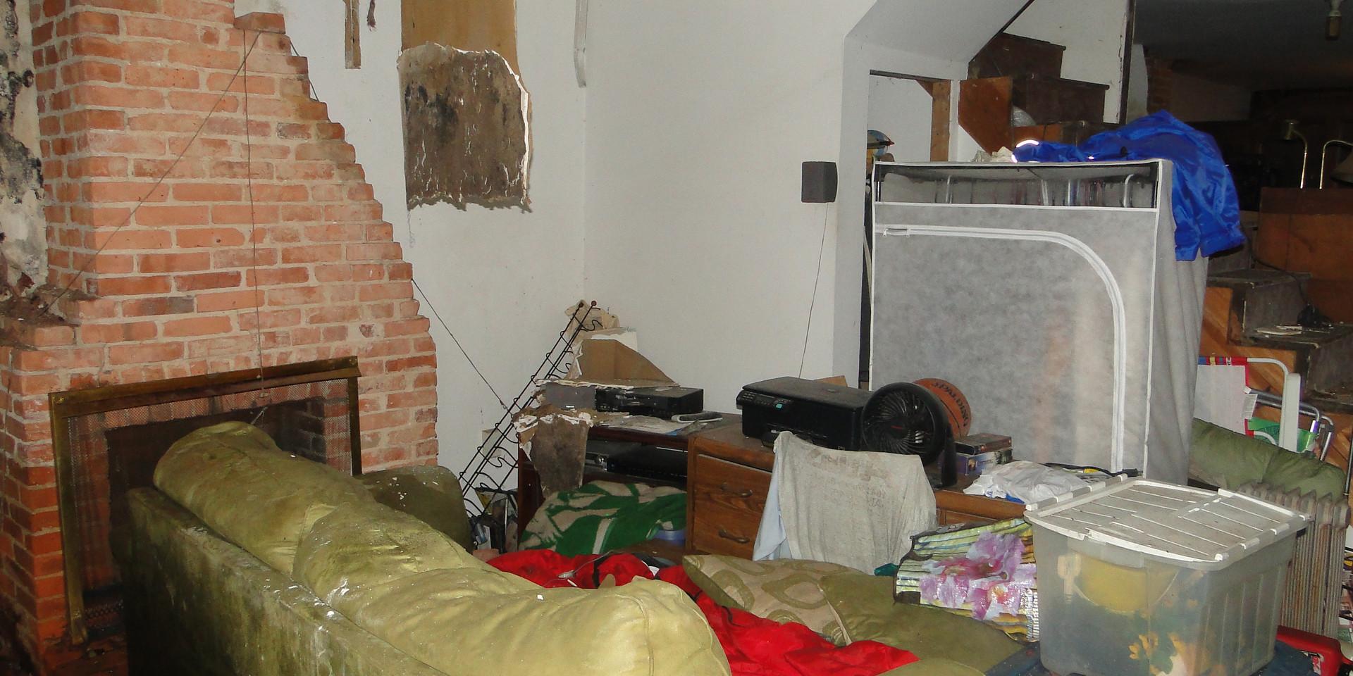 02 - Living Room 2.JPG