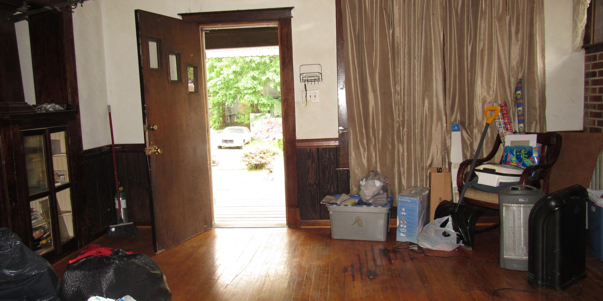 06 Living Room E.JPG