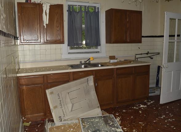 09 Apartment 1 Kitchen.jpg
