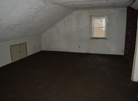 17 2nd floor Bedroom 1.JPG