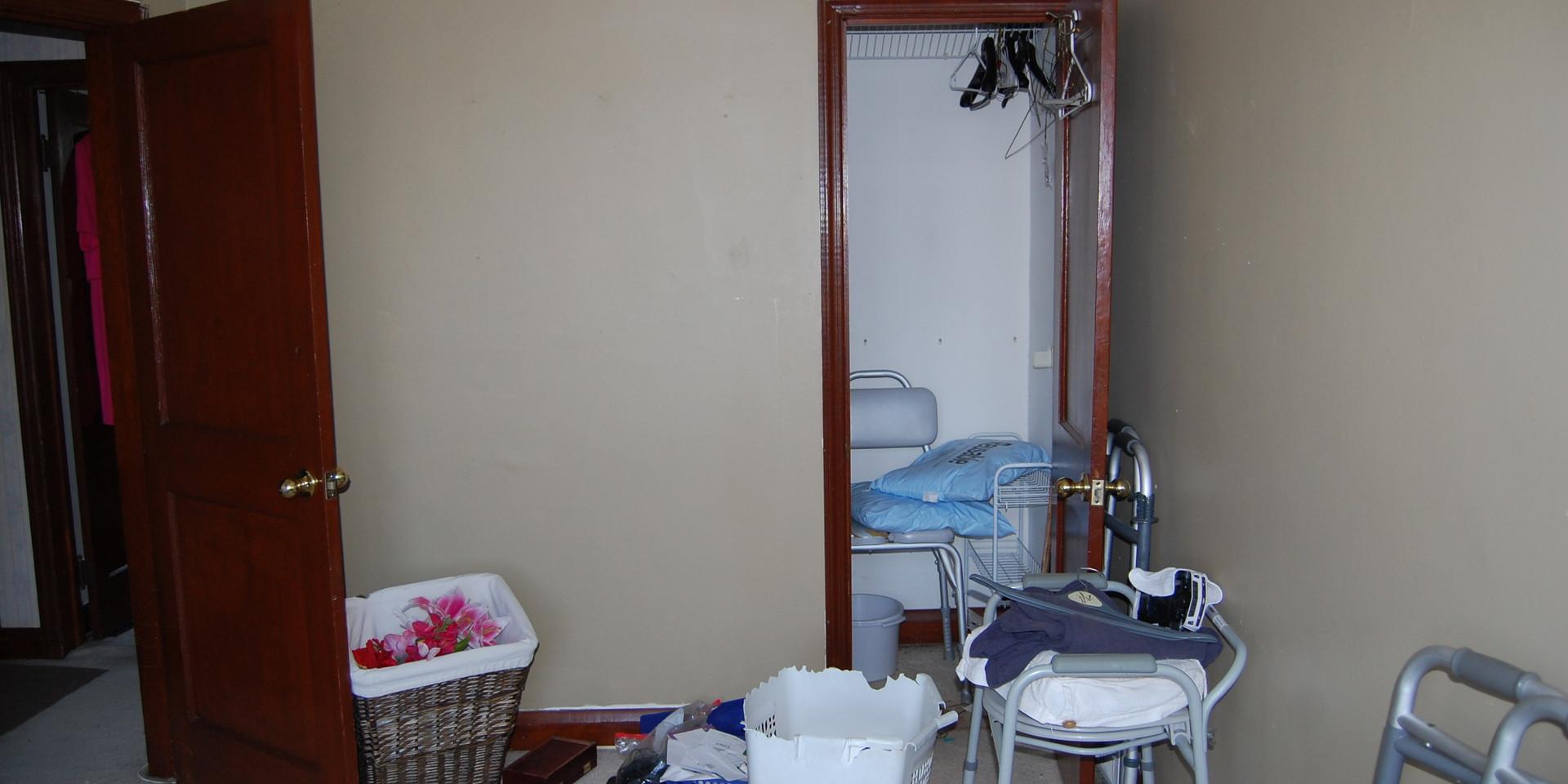 5.0 Guest Bedroom.JPG