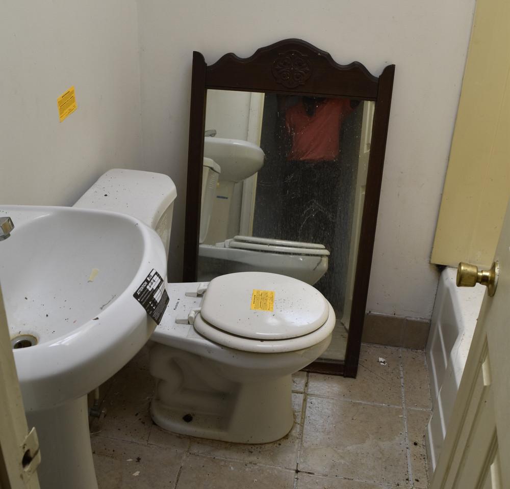 190 Bathroom (Apt 2).jpg