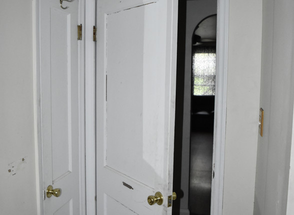 016 Bathroom 3.JPG