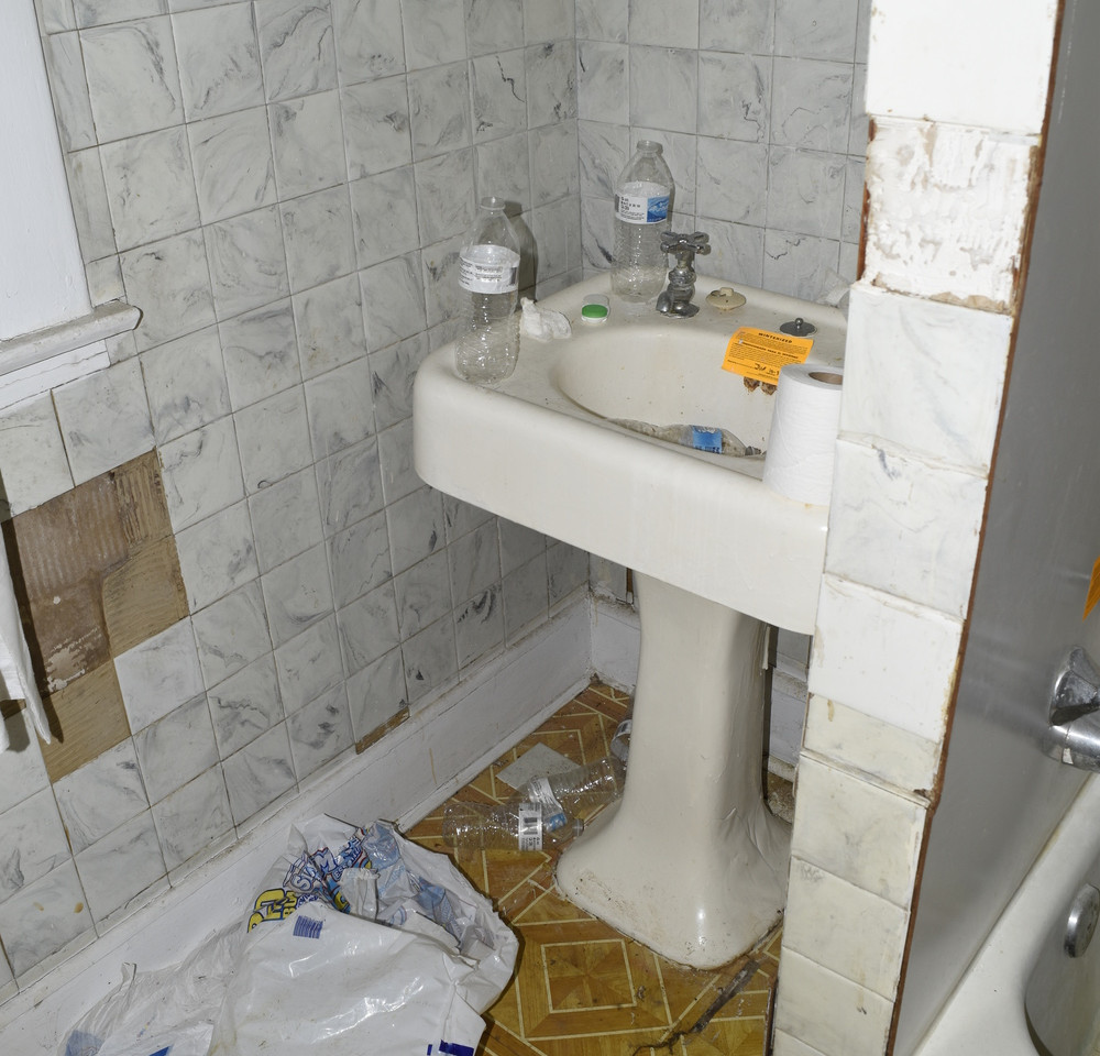 28.0 Apartment 2 Bathroom.jpg
